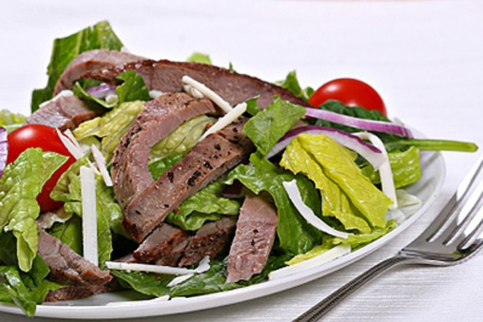 Warm salad with beef