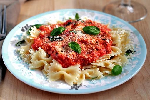 Как приготовить фарфалле с томатно-сырным соусом