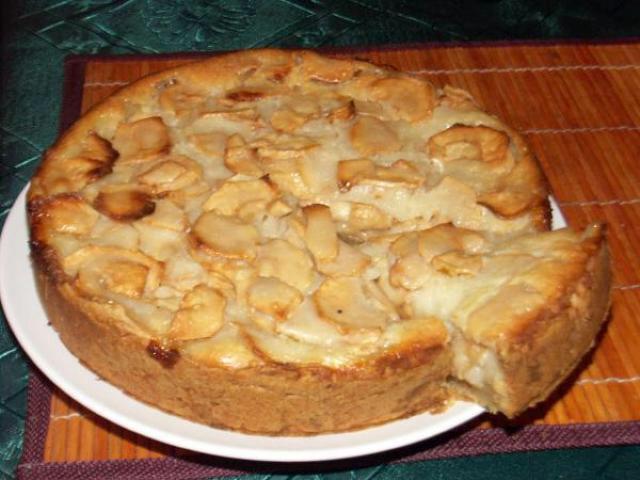 Готовый пирог из яблок