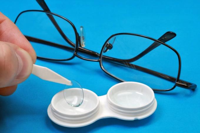 Достоточно трудный выбор - очки или линзы?