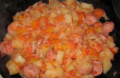 Как приготовить овощное ассорти с сосисками