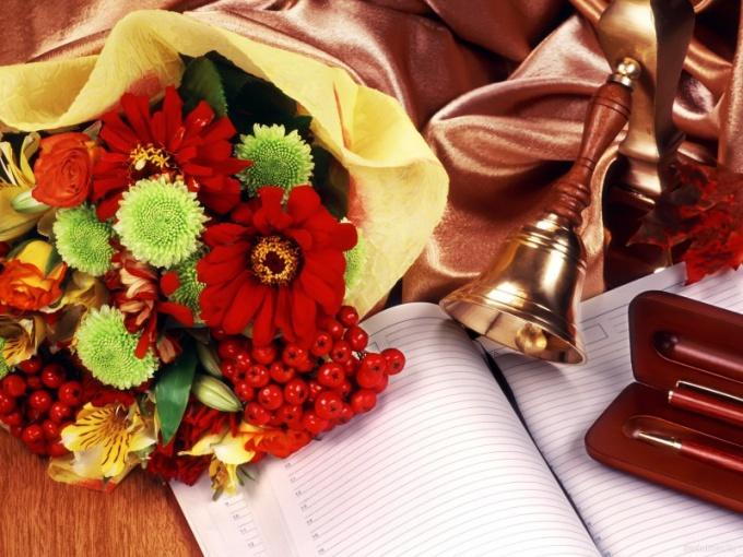 Подарки на День учителя: выбираем букет по правилам