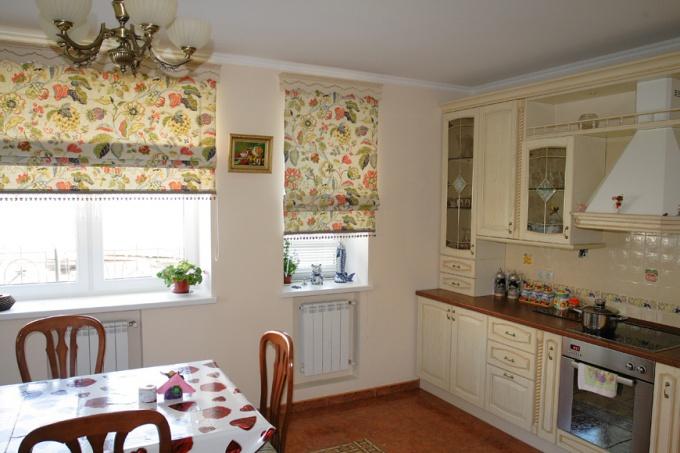Какими могут быть шторы на кухне