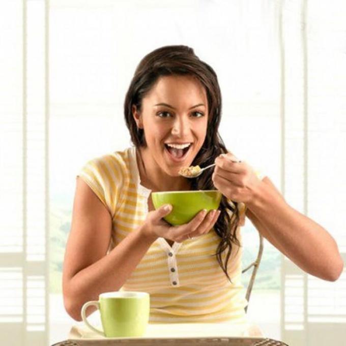Самые распространенные ошибки за завтраком, которые мешают худеть