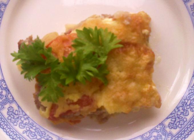 Как запечь картофель с мясом, помидорами и сыром
