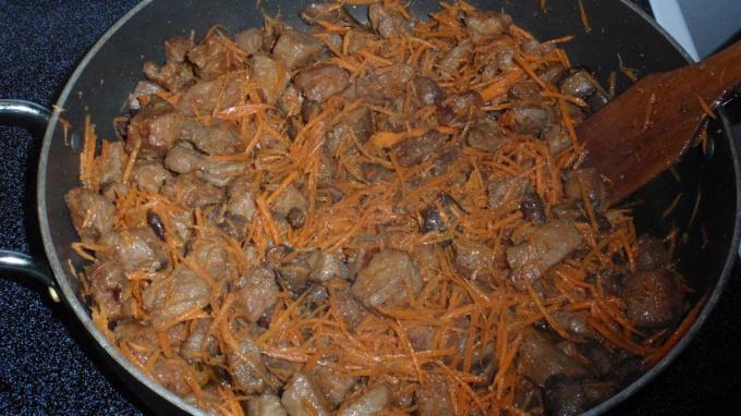 Говядина с морковью и луком