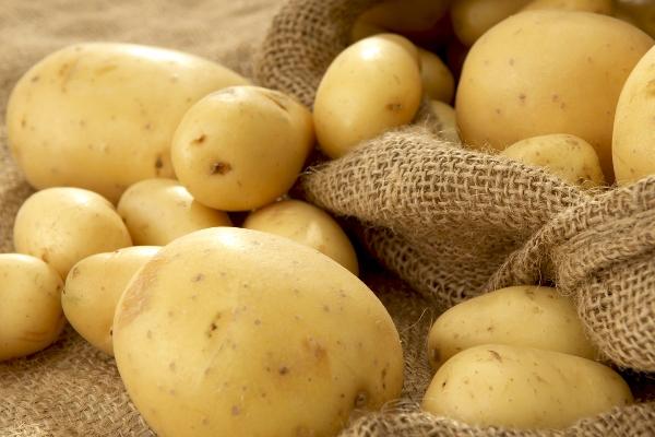 Очищенный картофель быстро темнеет. Что делать?