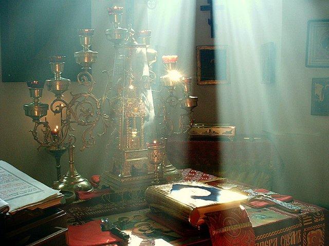 Внутреннее убранство алтаря православного храма