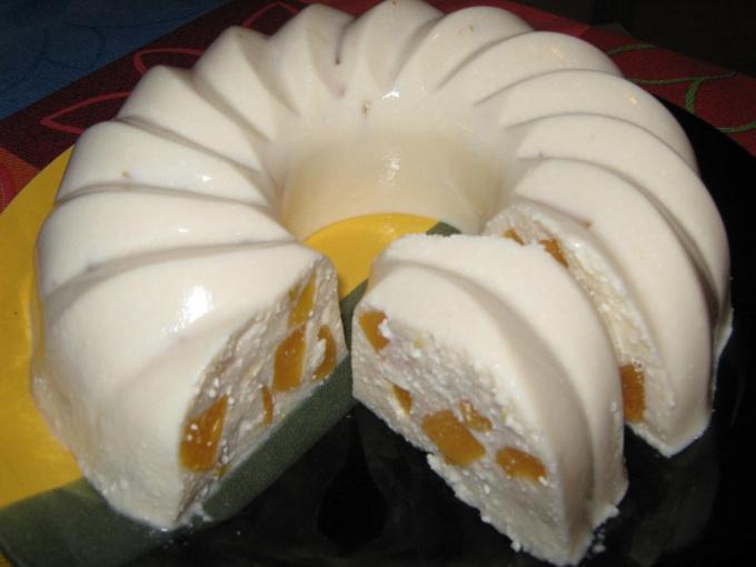 Десерт с персиками «ленивый кекс»