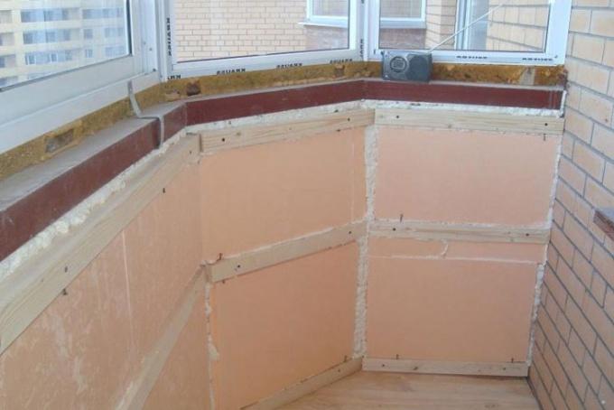 Что надо сделать для утепления балкона