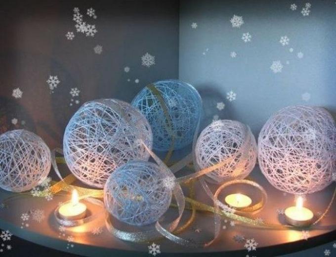 Как украсить квартиру к новогодним праздникам