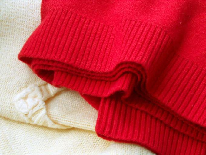 Что сшить из ветхого свитера
