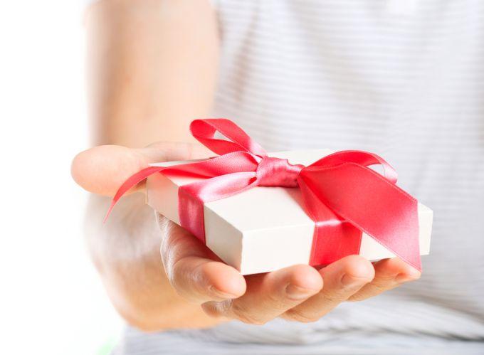 какой подарок на месяц знакомства