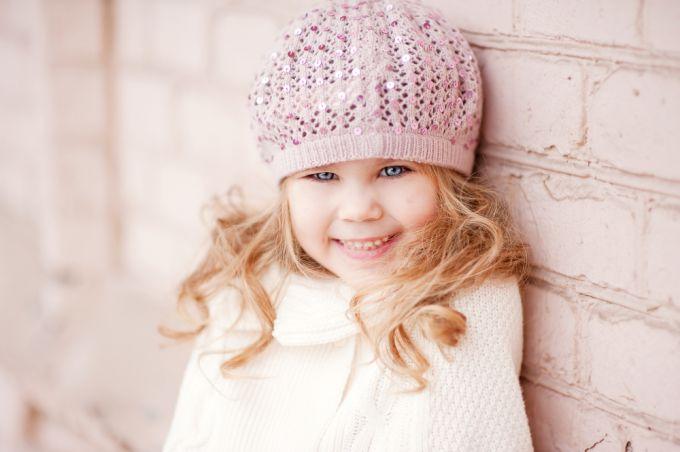 Красивая шапочка для девочки своими руками: вяжем крючком