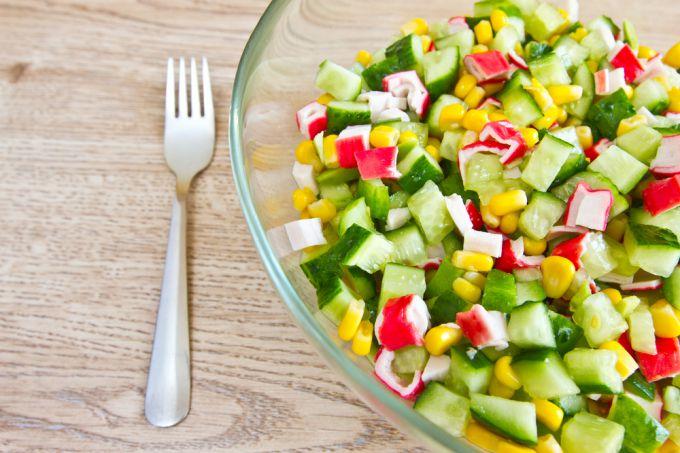 Рецепт приготовления крабового салата с огурцом