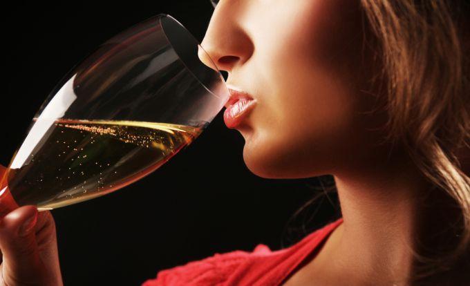 Женский алкоголизм: симптомы, лечение