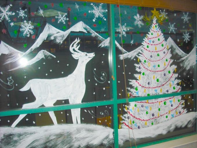 Украшение окон к Новому году: чем и как наносить рисунки