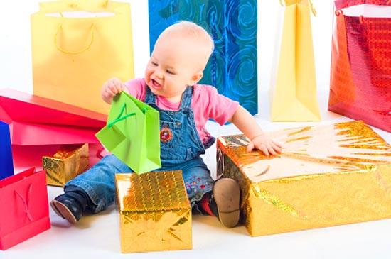 Как выбрать подарок ребенку от 0 до 1 года