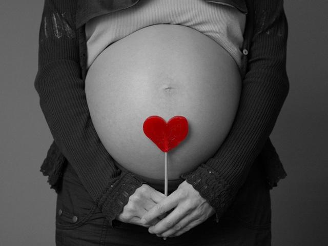 Стоит ли верить в суеверия беременным