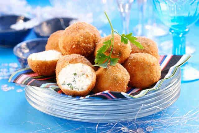 Как приготовить сырные шарики из творога