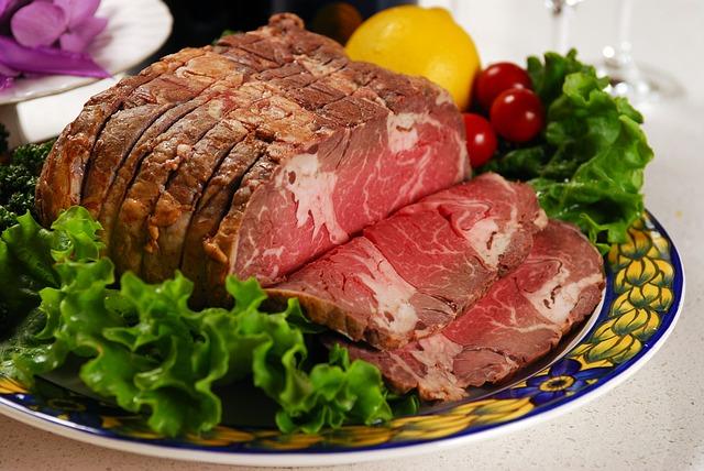 Говядина с овощами и салатом