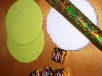 Как сделать новогодние часики из конфет