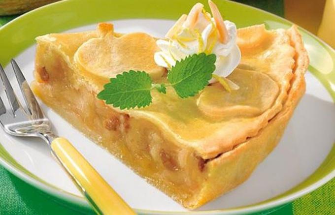 Фруктовый яблочный торт из дрожжевого теста