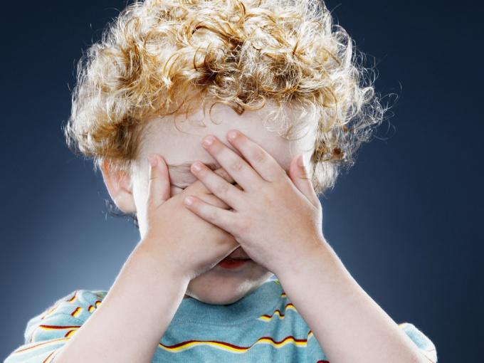 Почему ребенок стесняется?