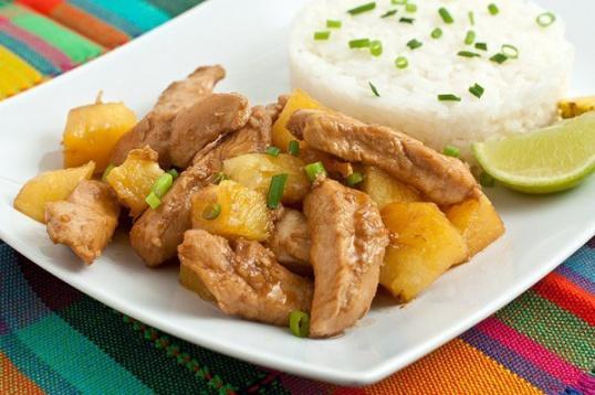 Как приготовить курочку с ананасами в кисло-приторном соусе карри