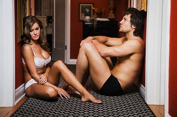 Сексуальная жена фотографируется голой для мужа  499341