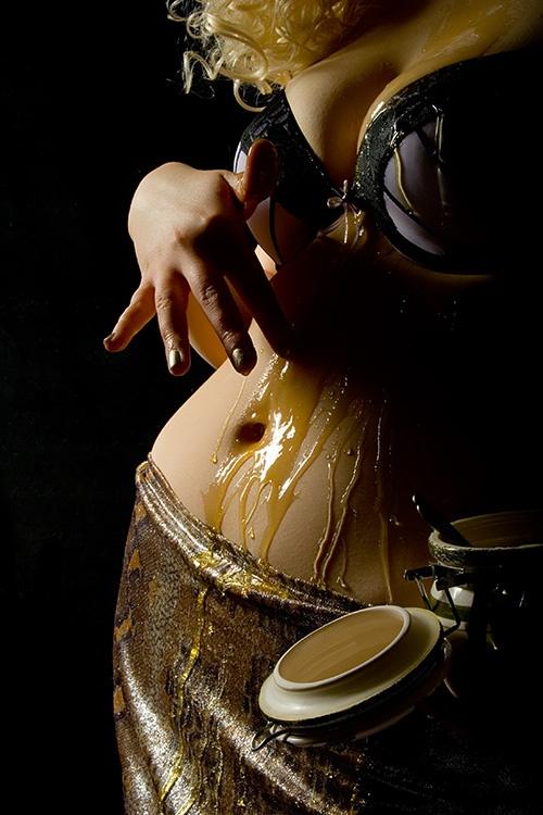 """Сексуальная игра """"Рисовальщики"""" - обмазывание иедом, джемом, вареньем, мороженым"""