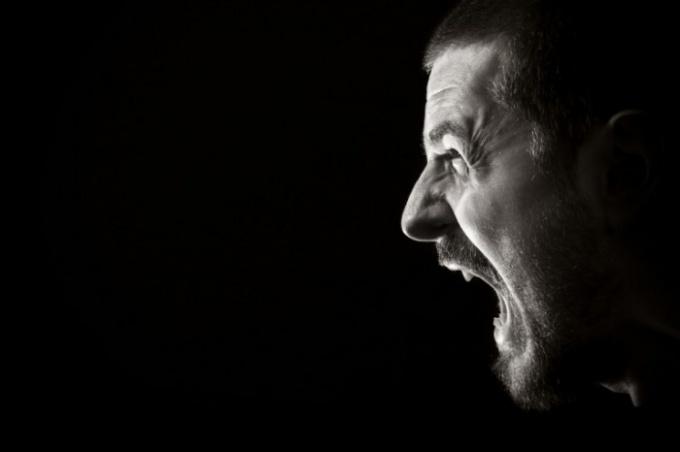 Семейный тиран: три психологических портрета