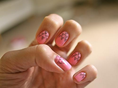 Beautiful nails: gel or shellac?
