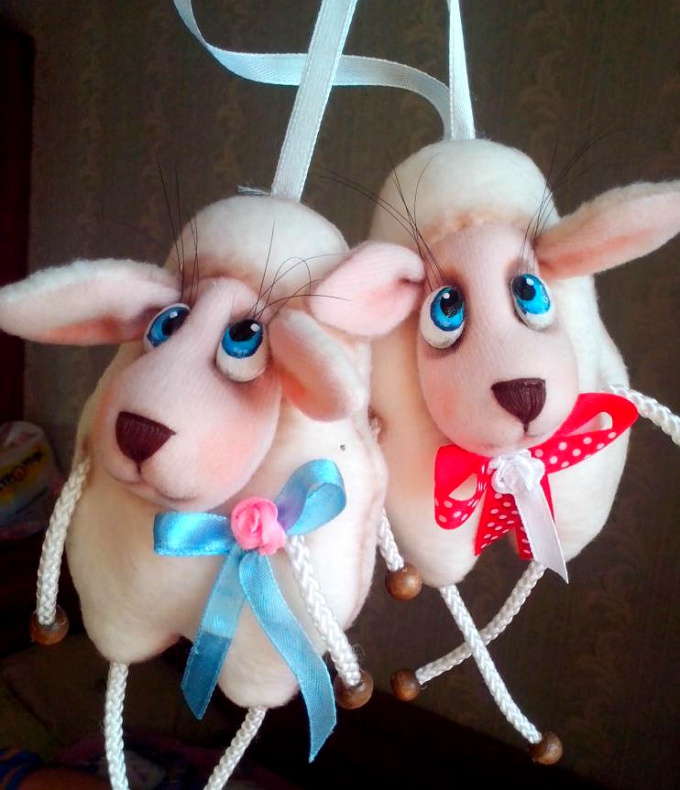 Милая овечка – новогодний сувенир