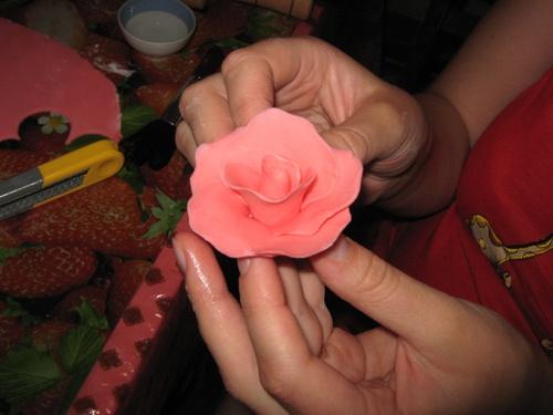 Как сделать из мастики розы