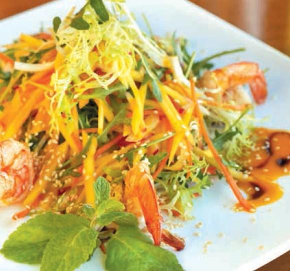 тайский салат из индейки с креветками