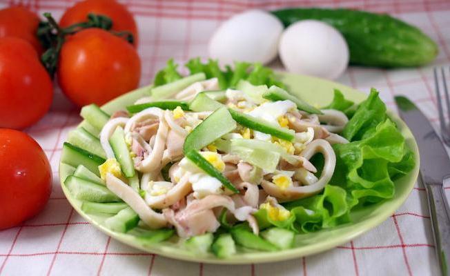 Как приготовить салат с кальмарами и свежим огурцом
