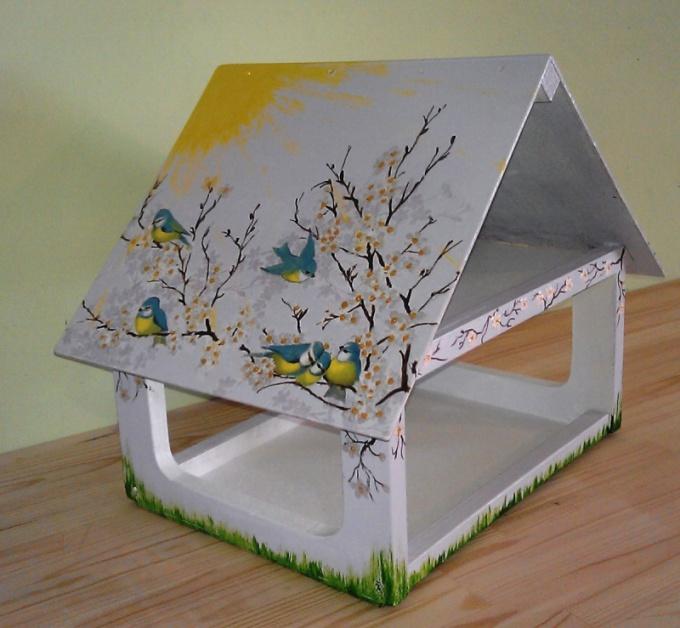 Кормушка из коробок для птиц своими руками