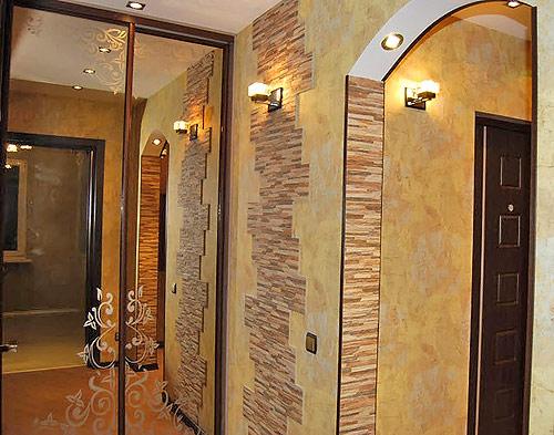 Шкаф-купе с зеркальными стенками в прихожей