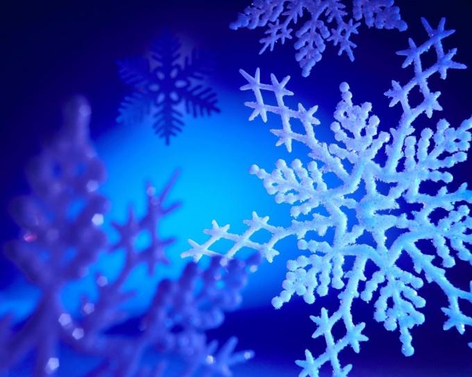 Как вырезать красивую снежинку из бумаги