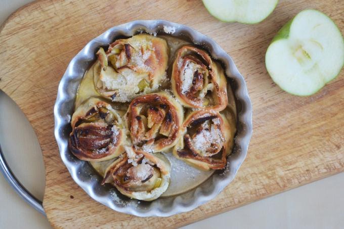 Как приготовить дрожжевые булочки с яблоками