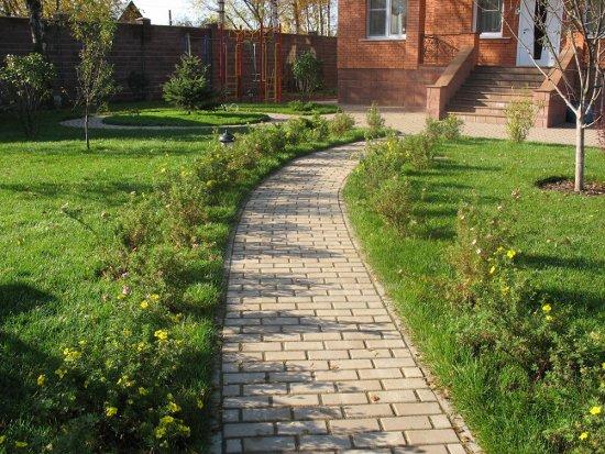 Garden paths in Feng Shui
