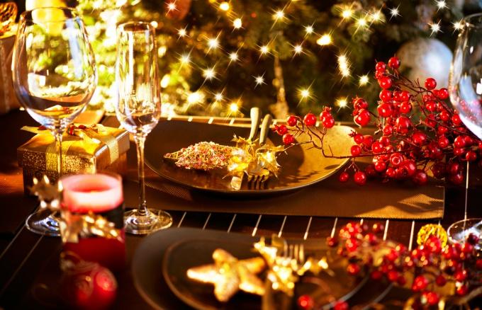 Как стильно и со вкусом накрыть новогодний стол