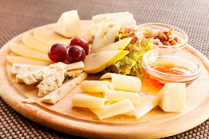 What to eat cheeses of different types