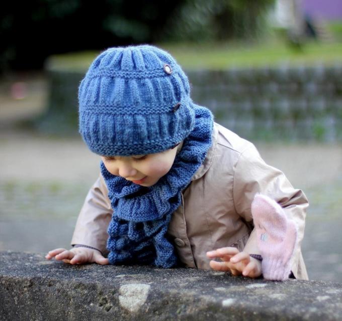 Попробуйте связать шапочку для девочки