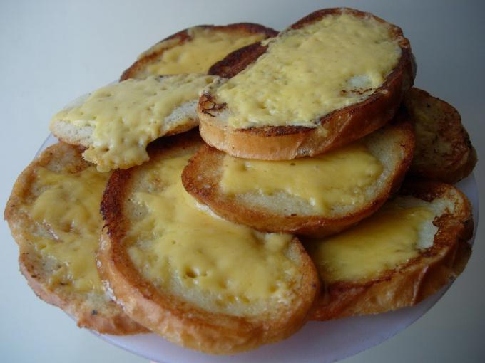 Гренки с сыром на завтрак