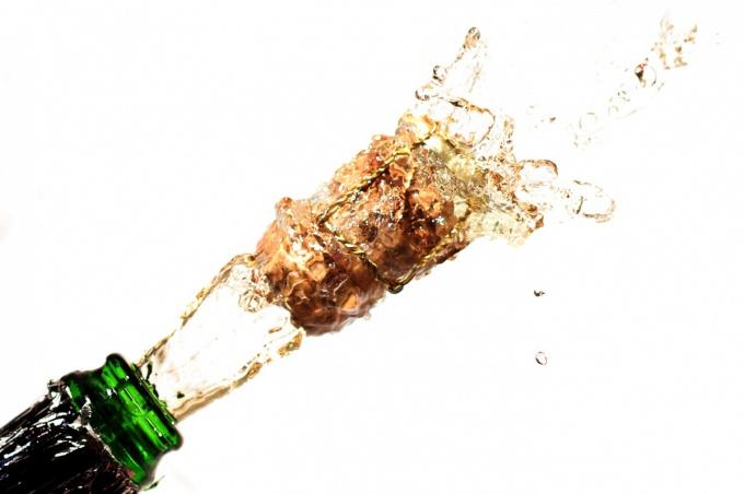 Как стоит выбирать шампанское на Новый год