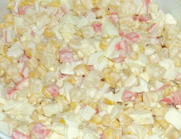 Салат с крабовыми палочками - 3 лучших рецепта