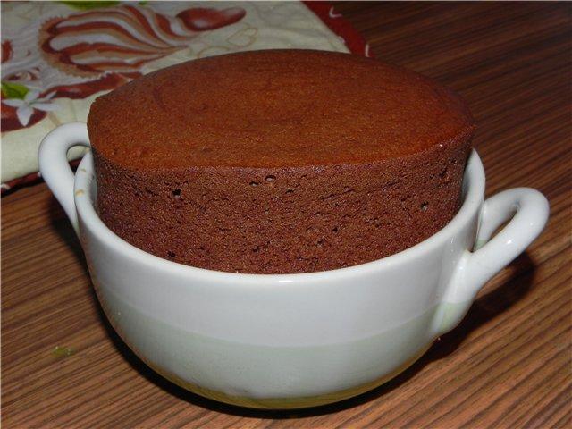 Низкокалорийное шоколадное суфле под соусом