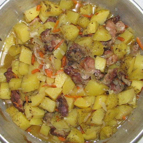 Как приготовить мясо с картошкой в мультиварке